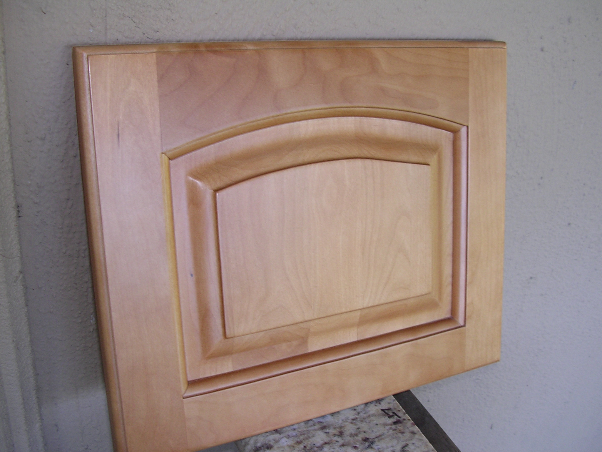 Rta cabinet broker 5a light honey birch arched kitchen for Arch kitchen cabinets