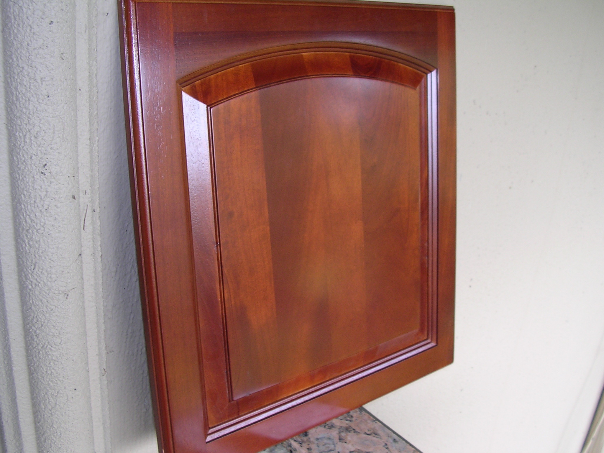 Rta cabinet broker 5f traditional cherry arched kitchen for Arched kitchen cabinets