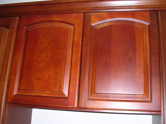 Rta cabinet broker 5f traditional cherry arched kitchen for Arch kitchen cabinets