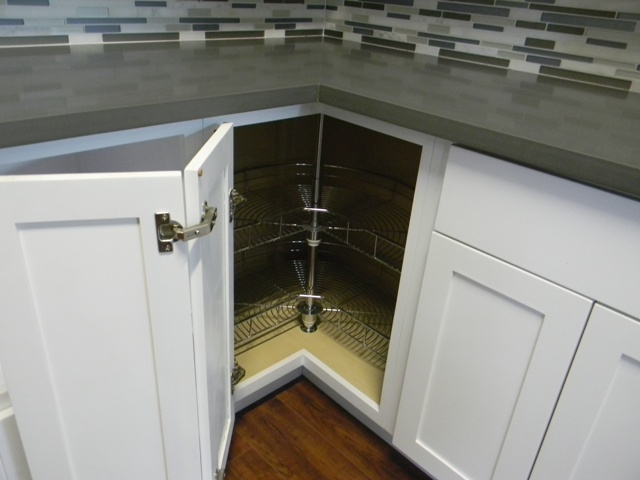 RTA Cabinet Broker - 3G Farmington White Maple Shaker Cabinets ...