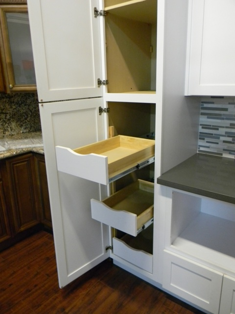 RTA Cabinet Broker   3G Farmington White Maple Shaker Cabinets Photo Album