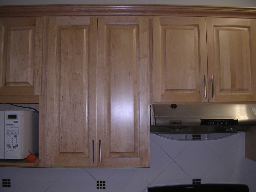 please describe this image - Canadian Made Kitchen Cabinets