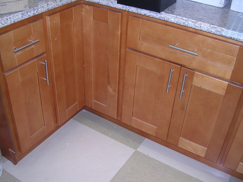RTA Cabinet Broker - 1R Honey Maple Shaker 908 Kitchen Cabinets on